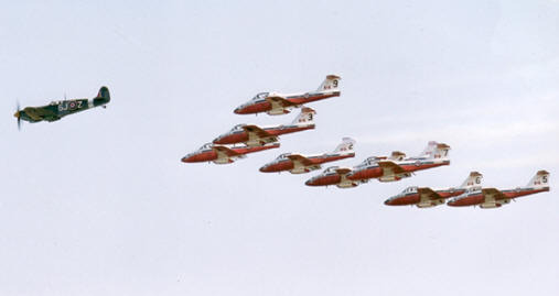 Spitfire MK923 and Canadian Forces Snowbirds
